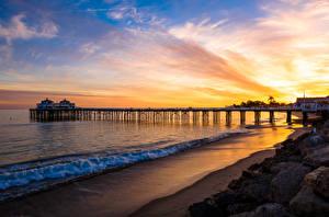 Картинка США Рассвет и закат Причалы Небо Побережье Море Волны Малибу Природа