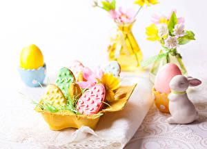 Фотографии Выпечка Печенье Пасха Кролики Яйца Пища