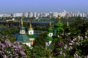Картинка Украина Здания Мост Храм Сирень Киев Города