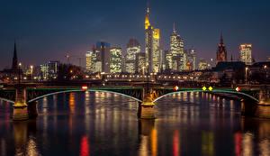 Обои Германия Здания Реки Мосты Франкфурт-на-Майне Ночь Уличные фонари