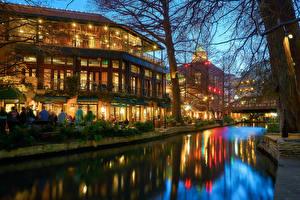 Картинки США Дома Техас Ночь Водный канал Уличные фонари San Antonio Города