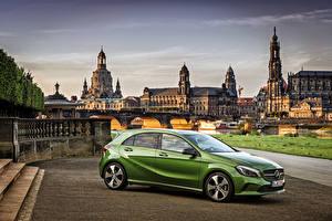 Обои Mercedes-Benz Зеленый Сбоку 2015 A-Class A 200 W176 Автомобили фото