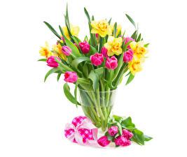 Фотографии Тюльпаны Нарциссы Вазы Сердце Цветы