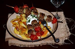 Фото Вторые блюда Шашлык Картофель фри Овощи Тарелке