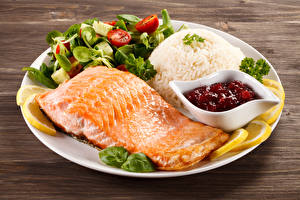 Обои Вторые блюда Рыба Овощи Лимоны Тарелка Еда фото