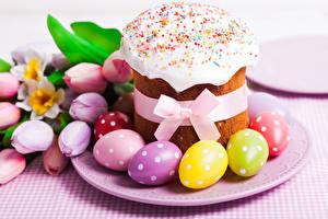 Обои Выпечка Пасха Праздники Тюльпаны Кулич Яйца Бантик Еда фото