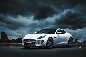 Картинка Jaguar Белый Облачно 2014 F-Type Coupé AU-spec автомобиль