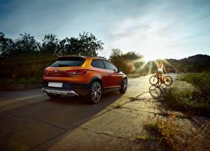 Фото Сиат Вид сзади Оранжевых 2015 Leon Cross Sport Concept Автомобили