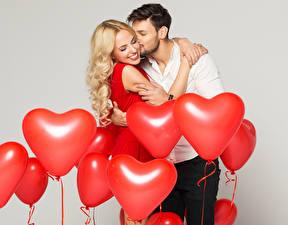 Фотография Мужчины Любовь Любовники Блондинка Шар Сердечко 2 Улыбка Девушки