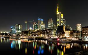 Обои Германия Дома Река Пристань Корабль Франкфурт-на-Майне Ночные Города