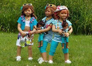 Обои для рабочего стола Парки Траве Кукла Трое 3 Девочка Очках Grugapark Essen