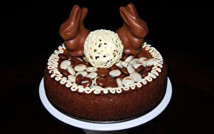 Обои Сладкая еда Торты Пасха Шоколад Кролик На черном фоне Пища