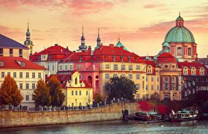 Фотографии Прага Чехия Дома Реки Пирсы Катера Города