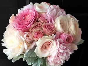 Фото Букеты Розы Лютик Пионы Черный фон Цветы