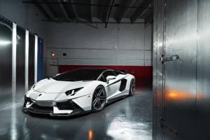 Фото Lamborghini Белый Роскошные Aventador LP700-4 ADV.1 Авто