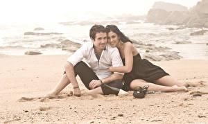 Фото Любовники Мужчина Вдвоем Пляж Девушки