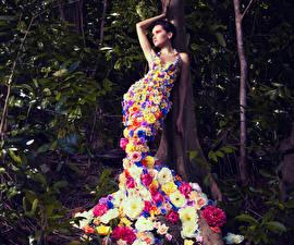 Фотографии Креатив Платье молодые женщины Цветы