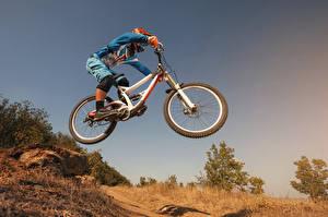 Фото Велосипед Униформа Прыжок Спорт