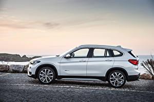 Фотографии BMW Сбоку Белый 2015 X1 xDrive xLine F48 Автомобили