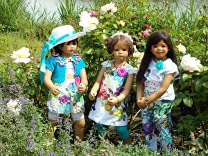 Картинки Парки Розы Куклы Втроем Девочки Шляпа Платья Grugapark Essen Природа