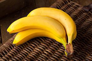 Фотографии Фрукты Бананы Втроем Продукты питания