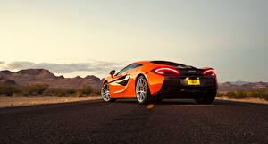 Обои Макларен Оранжевый Вид сзади 2015 570S Coupe автомобиль