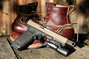 Картинки Пистолеты Вблизи Ботинки Glock Армия