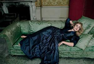 Картинка Диван Платье Adele Laurie Blue Adkins Девушки