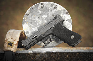 Обои Пистолеты Крупным планом Glock 17 Армия фото