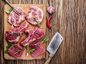 Фотография Мясные продукты Приправы Чеснок Разделочная доска Еда