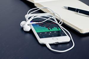 Фотография iPhone Apple В наушниках