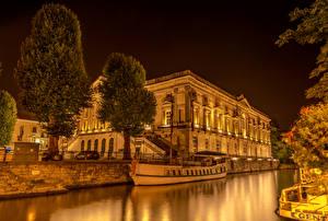 Картинка Бельгия Здания Причалы Гент Водный канал Ночь Дерево город