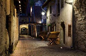 Обои Эстония Здания Таллин Улица Ночные Уличные фонари