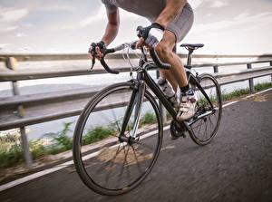 Фото Мужчины Велосипедный руль Велосипеды спортивная