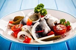 Обои Морепродукты Рыба Овощи Помидоры Тарелка Еда