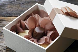 Фотографии Конфеты Шоколад Подарки Коробка Продукты питания