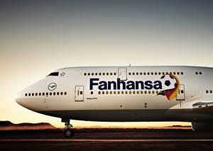 Обои Самолеты Пассажирские Самолеты Lufthansa Fanthansa Boeing B-747 800 Авиация фото