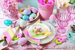 Картинка Накрытия стола Пасха Печенье Яйца Тарелка Рюмка Еда