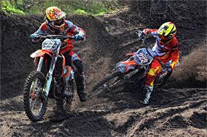 Фотография Мотокросс Грязь Вдвоем Шлем Спорт Мотоциклы