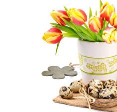 Фотографии Пасха Тюльпаны Яйцо Вазы Цветы