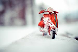 Картинка Игрушки Снег Kim Leuenberger Vespa Motorroller Мотоциклы