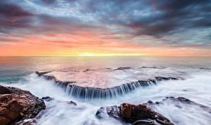 Обои Побережье Море Водопады Рассветы и закаты Горизонт Природа фото
