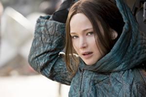 Картинки Голодные игры Jennifer Lawrence Капюшон Mockingjay Part 2 Фильмы Девушки