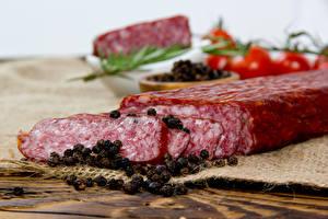 Картинки Мясные продукты Колбаса Приправы Перец чёрный Еда