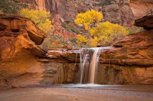 Картинка Осень Водопады Скала Каньон Природа