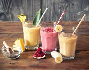 Фотографии Напитки Коктейль Гранат Бананы Ананасы Стакан Трое 3 Продукты питания