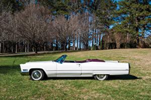Картинки Cadillac Старинные Белый Сбоку Кабриолет 1967 DeVille Convertible (68367-F) Авто