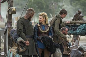 Обои Викинги (телесериал) Мужчины Кэтрин Винник Travis Fimmel, Ragnar Lothbrok кино Девушки