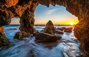 Обои Океан Рассветы и закаты США Малибу Скала Природа