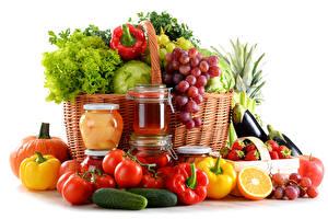 Обои Овощи Фрукты Перец овощной Помидоры Виноград Огурцы Банки Корзина Еда